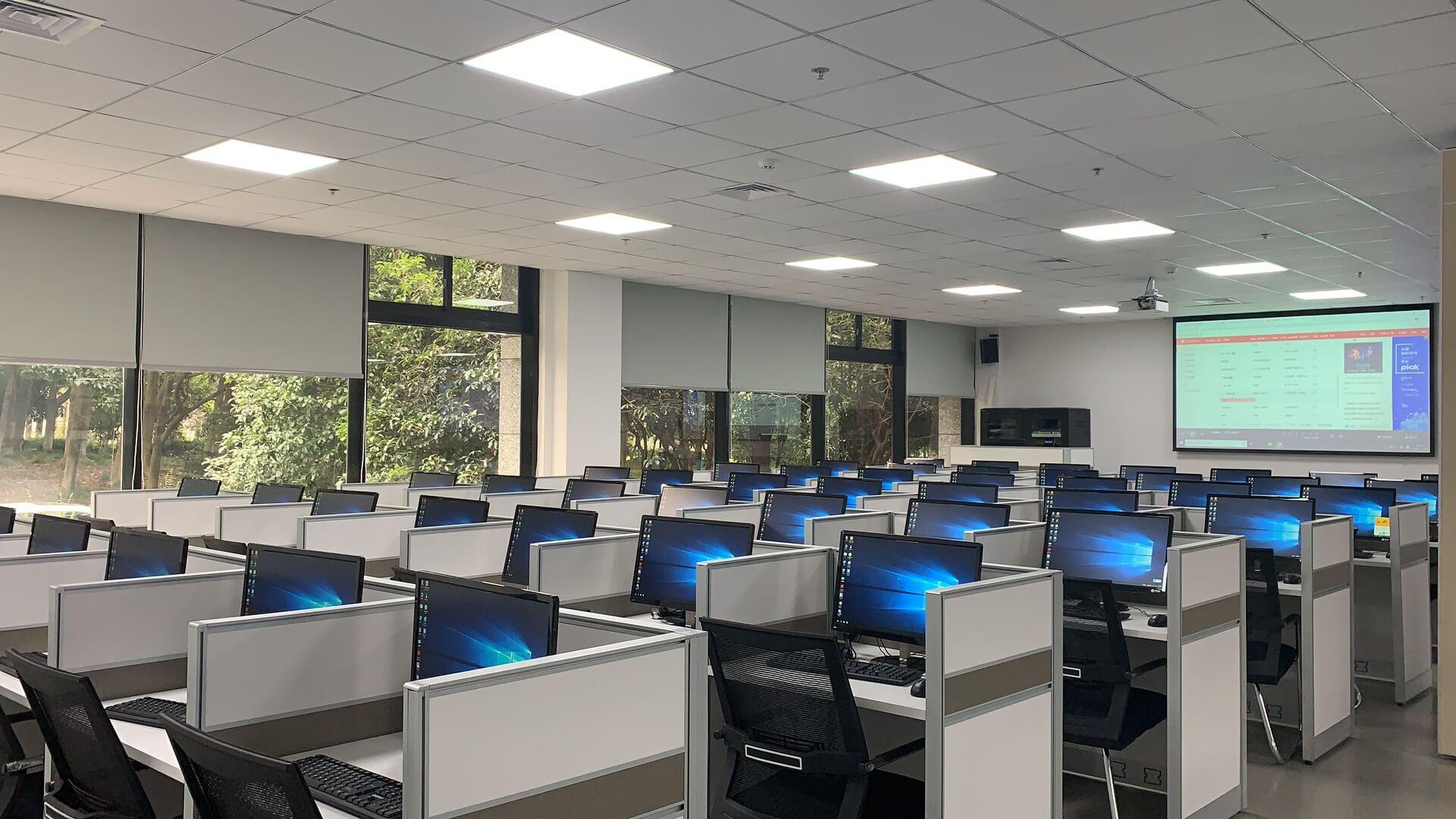 青岛xxx中智慧课堂电子教室云桌面应用方案(图2)